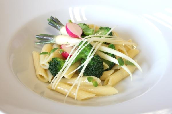 Penne s brokolicou a maslom